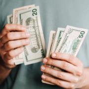 Waehrungsaufwertung-Geldscheine-werden-mehr-Wert