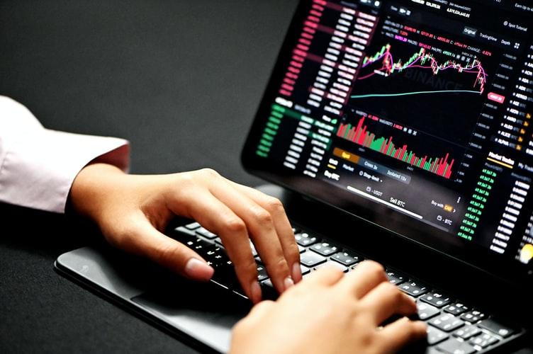 Risk-On Risk-Off Trading in verschulenden Marktsentimenten